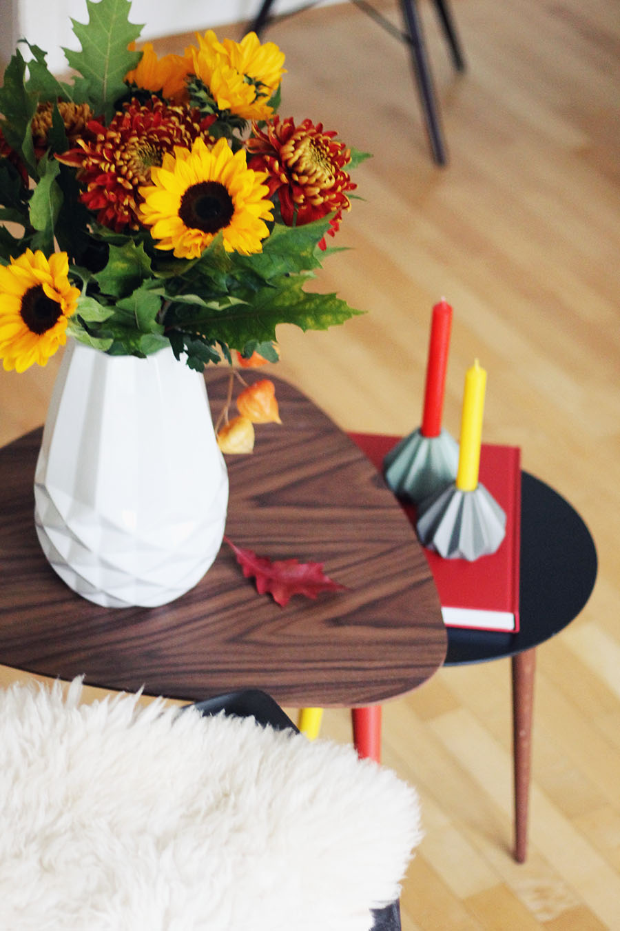 nicetohavemag-mycs-interiorblogger-coffeetable-interiordesign-germandesign-sonnenblumen-herbstdeko