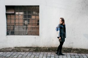 OUTFIT / Fair Fashion Bomber Jacke in Blau